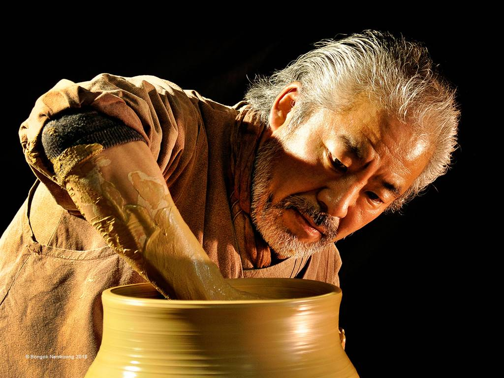 Bongok Namkoong – Artisan of Pottery2 – Open Colour