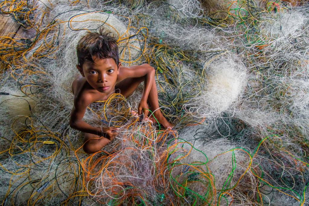 4Chin Leong Teo_Bajau Boy with Net 1_FIAP Ribbon__Projected Digital Images Photo Travel