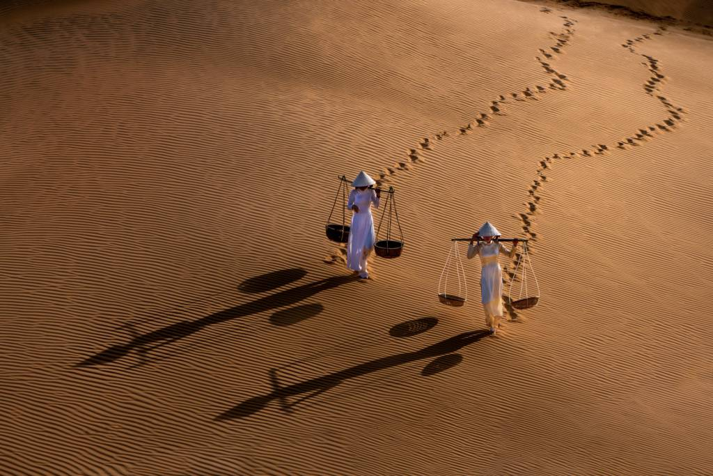 1Chin Leong Teo_Two Girls Sand Dune 1_NFFF Gold medal__Projected Digital Images Photo Travel