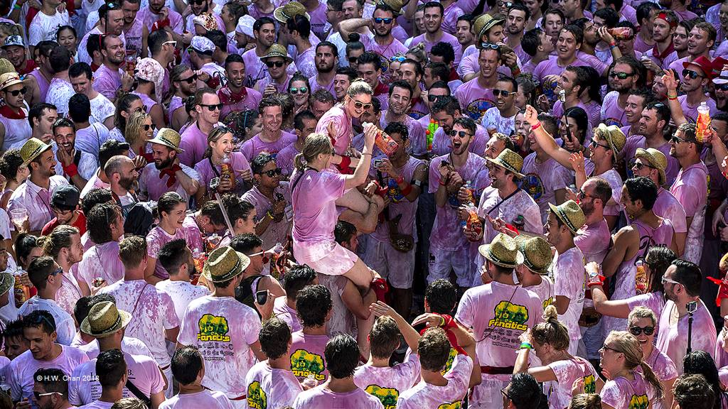 H.W. Chan – Running of the Bulls 1 (Pamplona) – Photo Travel