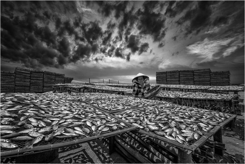 3Lee Eng Tan_Sun Drying the Fish BW_Bekkalokket Photoclub Bronze medal__Projected Digital Images Open Monochrome