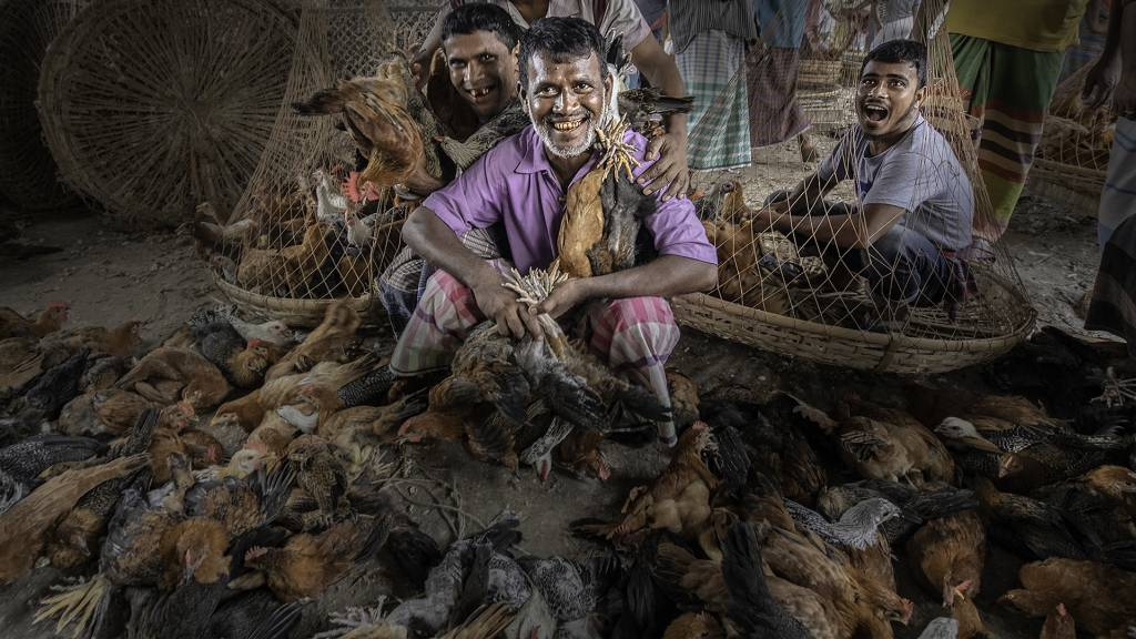2Mei-Hui Kuo_Chicken Harvest in the Market_NFFF Silver medal__Projected Digital Images Photo Travel