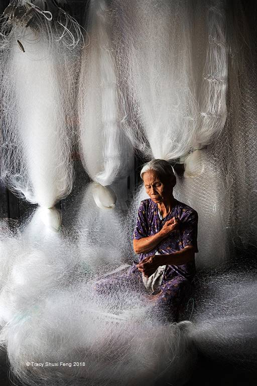 Tracy Shuxi Feng – Grandma Making Fishing Net – Photo Travel